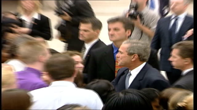 British Museum ITN ENGLAND London British Museum President George W Bush greeting crowds outside British Museum / GVs cavalcade along past out of...