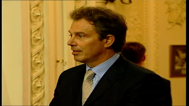 meets blair at chequers itn england buckinghamshire chequers tony blair and george w bush along to podiums / cms side tony blair addressing... - bush stock videos & royalty-free footage