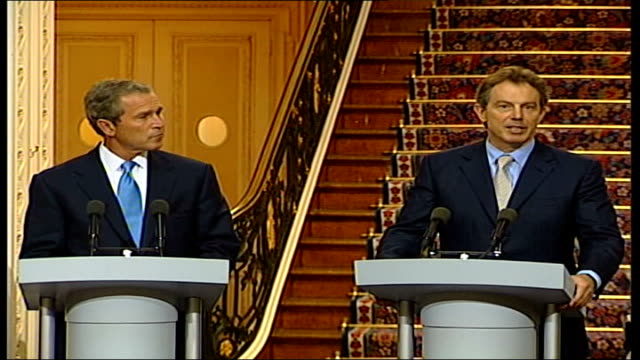 meets blair at chequers itn england buckinghamshire chequers blair and bush towards podiums for press conference / ms blair speaking at podium sot... - g8 stock-videos und b-roll-filmmaterial