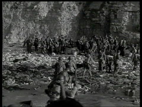 president bush makes parallels with war againt terrorism itn lib archive lib from server france normandy ext us allied troops landing on normandy... - 1944 bildbanksvideor och videomaterial från bakom kulisserna