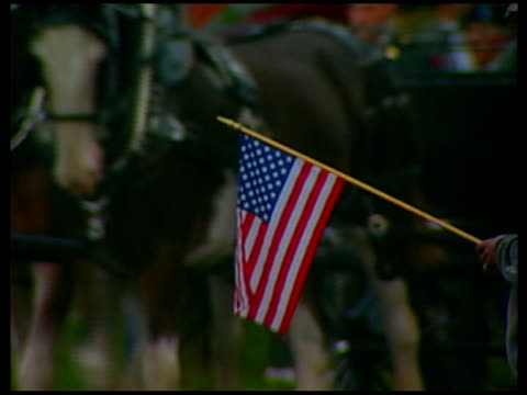 president bush to order 21500 more troops to iraq tx arlington arlington cemetery ext person holding amercian flag as coffin draped in stars and... - arlington virginia video stock e b–roll
