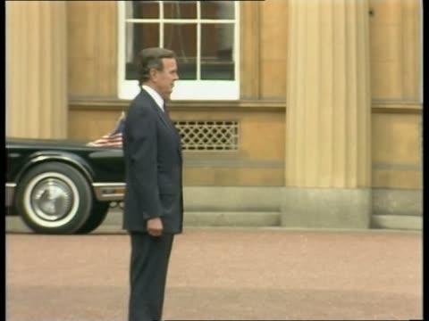 Day 2 EXT Buckingham Palace BV Presdt George Bush amp wife Barbara as shaken by Queen amp Duke of Edinburgh PAN LR as Bush amp Barbara to car Presdt...