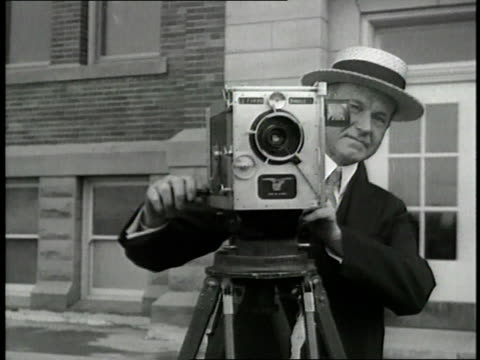president calvin coolidge cranks a film camera. - 撮影機材点の映像素材/bロール