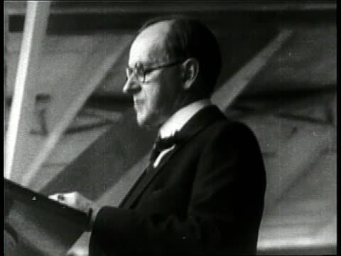vidéos et rushes de president calvin coolidge speak from a podium. - 1924