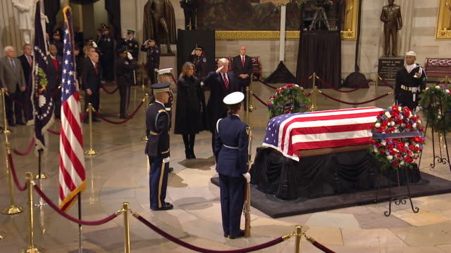 president donald trump and first lady melania trump paying their respects to former president george h.w. bush in the united states capitol rotunda... - 正装安置点の映像素材/bロール