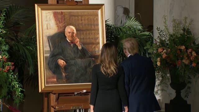 vídeos de stock e filmes b-roll de us president donald trump and first lady melanie trump visited the casket of late associate justice john paul stevens in the great hall of the... - john paul stevens