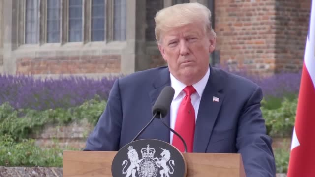 us president donald trump and prime minister theresa may discuss fake news nuclear power and brexit at a press conference at chequers footage of... - 人工的点の映像素材/bロール