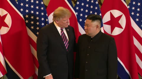 stockvideo's en b-roll-footage met president donald trump and the supreme leader of north korea, kim jong un meet and shake hands prior to a summit. - democratie