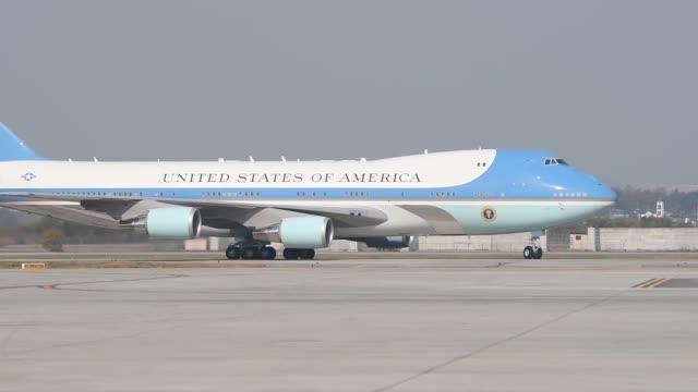 us president donald trump and us first lady melania trump at osan air base on november 7 2017 in pyeongtaek south korea trump is in south korea as a... - melania trump stock-videos und b-roll-filmmaterial