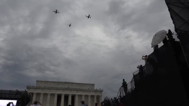 president donald trump announces military aircraft flying over lincoln memorial on july 4th independence day celebration - 4. juli stock-videos und b-roll-filmmaterial