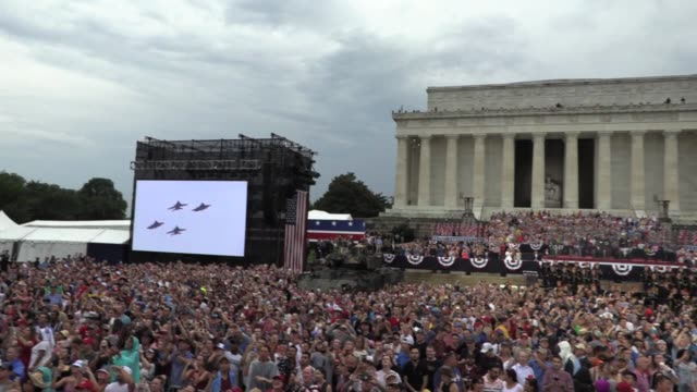 president donald trump announces military aircraft flying over lincoln memorial on july 4th independence day celebration - lincolndenkmal stock-videos und b-roll-filmmaterial