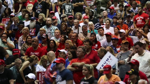 vidéos et rushes de president donald trump holds a make america great again rally at the florida state fair grounds expo hall on july 31 2018 in tampa florida before the... - face à face