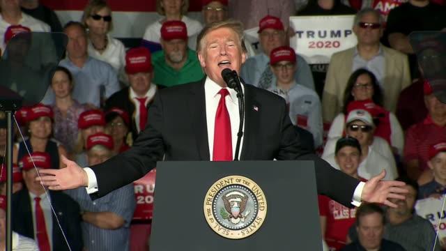 president donald trump says òdonõt forget, biden deserted youó during his speech at a maga rally in montoursville, pennsylvania. - mütze stock-videos und b-roll-filmmaterial