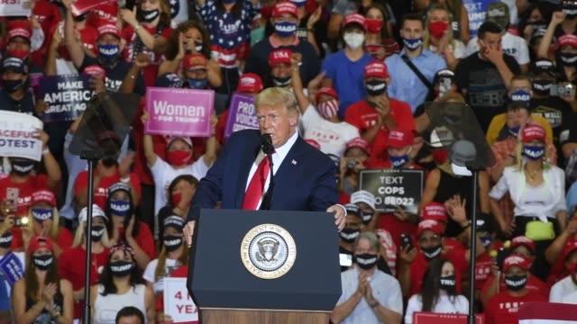 vidéos et rushes de president donald trump speaks during a campaign event at xtreme manufacturing on september 13, 2020 in henderson, nevada. trump's visit comes after... - comté de clark nevada
