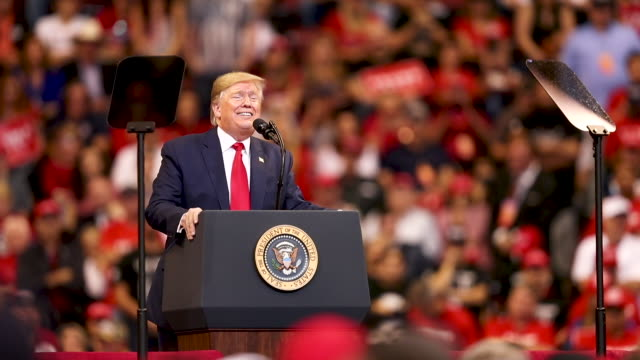 vídeos de stock e filmes b-roll de us president donald trump speaks during a homecoming campaign rally at the bbt center on november 26 2019 in sunrise florida president trump... - comício político
