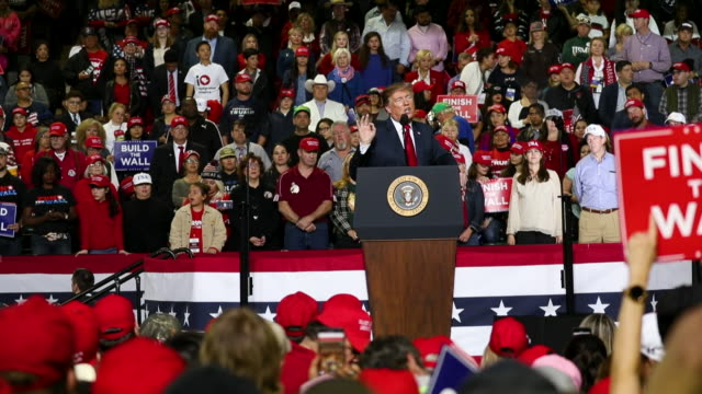 vídeos de stock e filmes b-roll de us president donald trump speaks during a rally at the el paso county coliseum on february 11 2019 in el paso texas trump continues his campaign for... - comício político