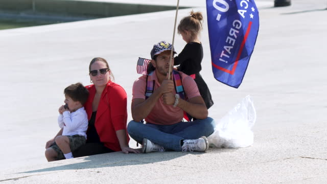 president donald trump supporters near the lincoln memorial in washington dc on october 4, 2020. while trump receives treatment at walter reed... - ベセスダ点の映像素材/bロール