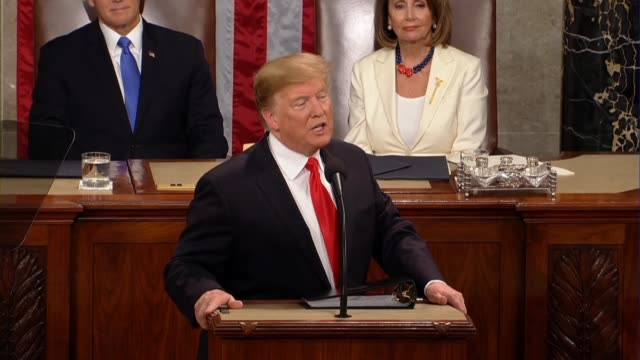 vidéos et rushes de president donald trump tells a joint session of congress in his second state of the union address that wages are rising at the fastest pace in... - président