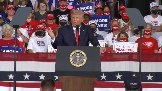 president donald trump tells an audience of supporters at a campaign event at smith reynolds regional airport that if joe biden wins violent mobs... - carolina del nord stato usa video stock e b–roll