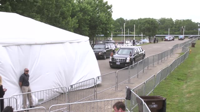 stockvideo's en b-roll-footage met us president donald trump's motorcade including the us presidential limousine also known as the beast limousine one cadillac one and codenamed... - geheime dienstagent
