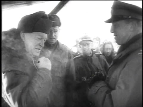 vidéos et rushes de president dwight d eisenhower arriving in korea exiting a plane and walking by military / korea - 1952