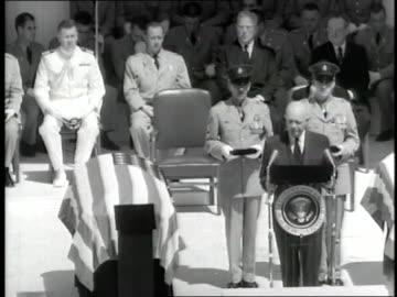 vídeos y material grabado en eventos de stock de president dwight d. eisenhower delivers a speech during a ceremony for the unknown soldier. - arlington