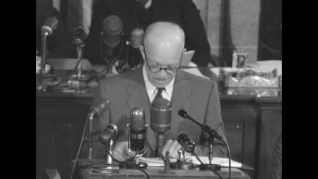 vídeos de stock e filmes b-roll de vs president dwight d eisenhower delivers state of the union address from podium in the well of the us house of representatives chamber behind him... - congresso organizações