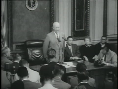u.s. president dwight d. eisenhower speaks about the role of the soviet union in a coup in syria. - comunismo video stock e b–roll