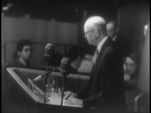 vídeos y material grabado en eventos de stock de president dwight eisenhower delivers a speech on atomic energy before the united nations. - 1953