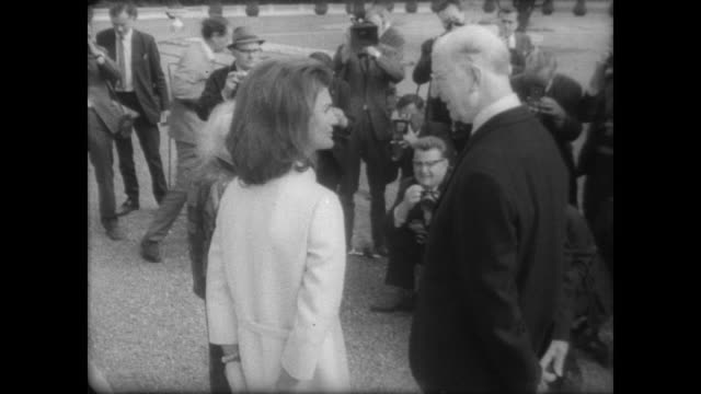 stockvideo's en b-roll-footage met president eamon de valera and jacqueline kennedy visit in ireland surrounded by press - jacqueline kennedy