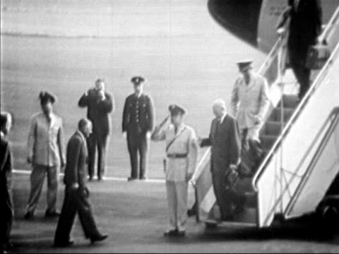 president eisenhower arrives at prestwick airport at the start of his holiday in scotland - 1959 stock-videos und b-roll-filmmaterial