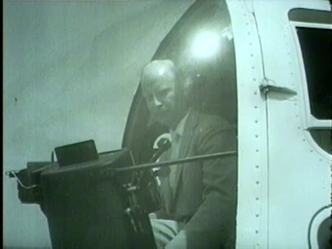 president eisenhower flies a bell 47j ranger helicopter in 1958. - 1958年点の映像素材/bロール