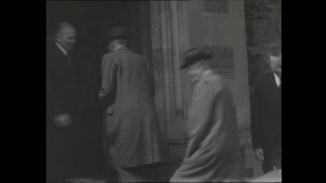 stockvideo's en b-roll-footage met president eisenhower visits royal family at balmoral and joins prime minister at chequers; **also available as fs290859002** england:... - 50 seconds or greater