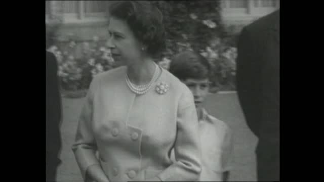 president eisenhower visits royal family at balmoral and joins prime minister at chequers; **also available as fs290859002** scotland: aberdeenshire:... - primo ministro video stock e b–roll