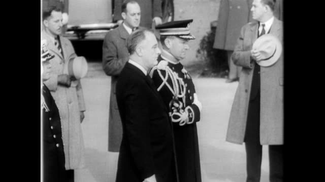/ president franklin d roosevelt and wife eleanor lay wreath and bouquet on the tomb of the unknown soldier on armistice day / military personnel... - 1934 stock videos & royalty-free footage