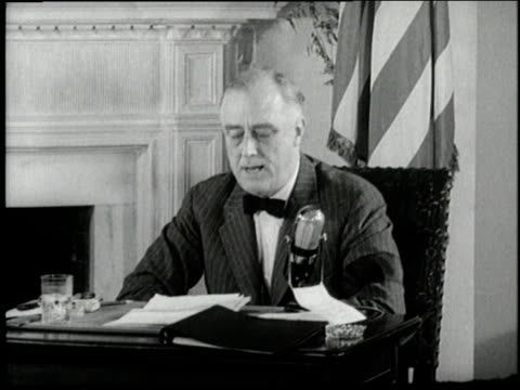 vídeos y material grabado en eventos de stock de us president franklin d roosevelt predicts a lengthy war against japan italy and germany in a radio fireside chat - franklin roosevelt
