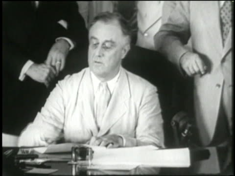 president franklin d. roosevelt signs the social security bill. - 社会保障点の映像素材/bロール