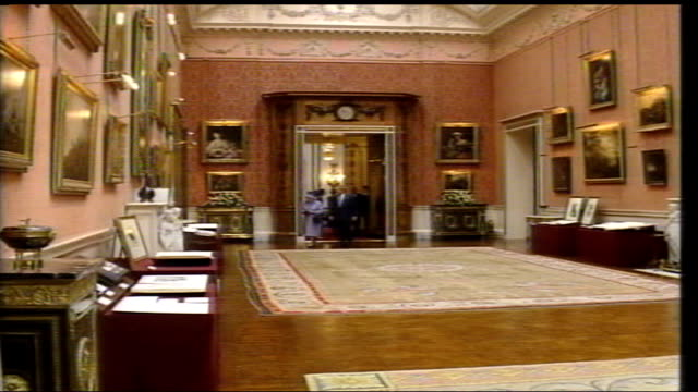 president george bush state visit: royals and george bush viewing exhibition inside buckingham palace; t19110302/t19110304 england: london:... - laura bush stock videos & royalty-free footage