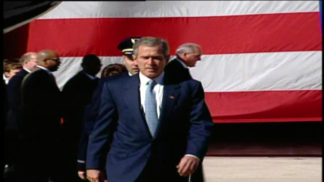 wgn president george w bush gives speech to airline employees at chicago o'hare airport on september 27 2001 in chicago illinois - 2001 stock-videos und b-roll-filmmaterial