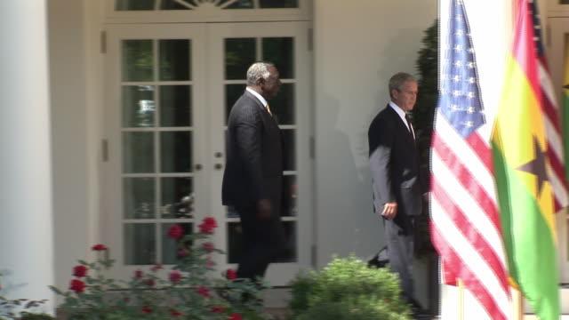 vídeos de stock e filmes b-roll de president george w bush walking to podium and speaking with president of ghana john agyekum kufuor at white house on september 15 2008 / washington... - fato completo