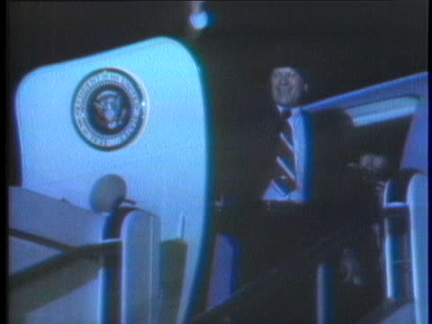 president gerald ford gives soviet leader leonid brezhnev his fur parka before he boards air force one for the flight home from vladivostok. - leonid brezhnev bildbanksvideor och videomaterial från bakom kulisserna