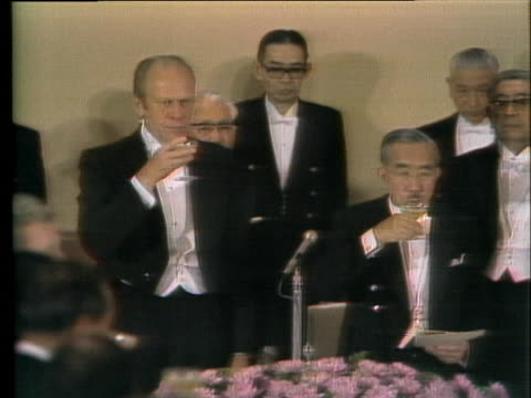 president gerald r. ford enjoys a toast with japanese prime minister kakuei tanaka at a formal banquet. - (war or terrorism or election or government or illness or news event or speech or politics or politician or conflict or military or extreme weather or business or economy) and not usa点の映像素材/bロール