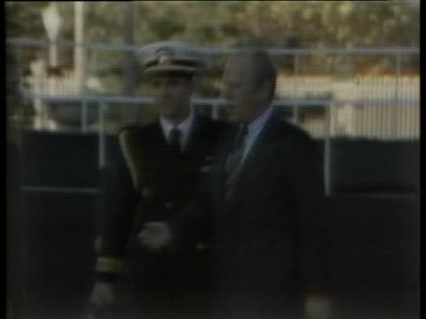 president gerald r. ford exits a helicopter and shakes hands with japanese officials in tokyo. - (war or terrorism or election or government or illness or news event or speech or politics or politician or conflict or military or extreme weather or business or economy) and not usa点の映像素材/bロール