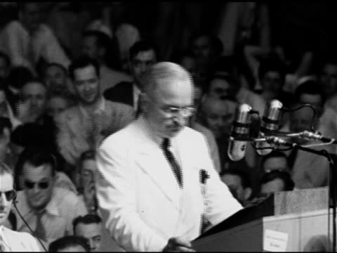 vídeos de stock e filmes b-roll de president harry s truman behind podium talking about calling congress back into session will ask for adequate law for displaced persons instead of... - partido democrático eua