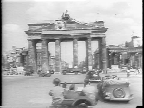 president harry s truman boarding a plane in brussels, waving to the gathered crowd on tarmac / plane taxiing / in berlin, secret service running... - 1945 stock-videos und b-roll-filmmaterial