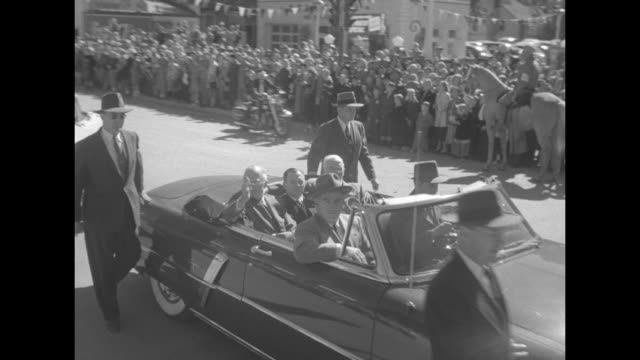 stockvideo's en b-roll-footage met president harry s truman in town for the shenandoah county fair and harvest jubilee rides in the back of a convertible with two other men secret... - geheime dienstagent