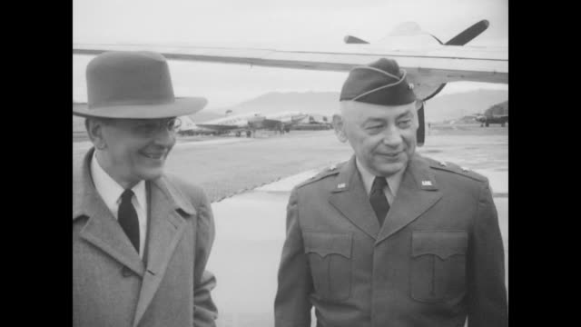 vídeos de stock, filmes e b-roll de president harry truman and entourage shaking hands with military personnel in front of planes / lots of goodbyes / truman and party get on air force... - general macarthur