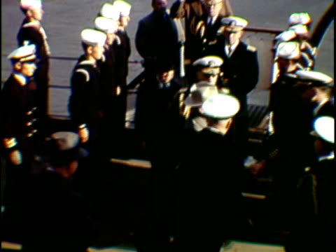 vídeos de stock, filmes e b-roll de president harry truman arriving on board of naval vessel greeting with army officers and dignitaries, new york city, new york state, usa, - traje completo