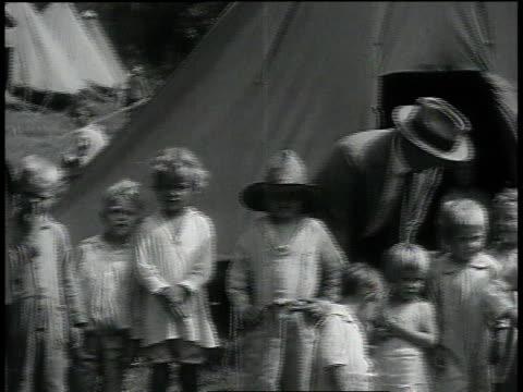 vídeos de stock e filmes b-roll de president herbert hoover and politician posing with children in front of tent / louisiana united states - presidente dos eua