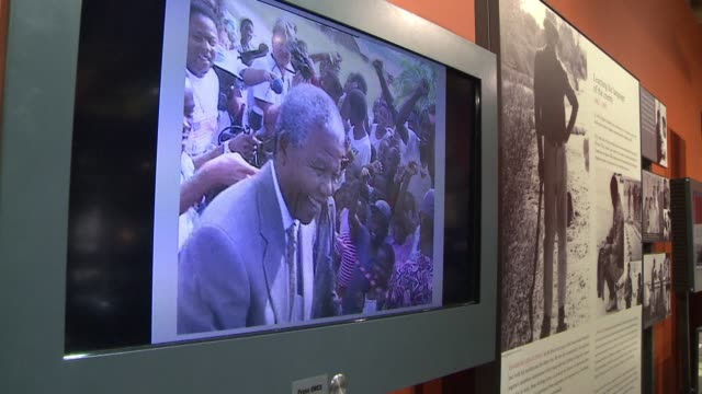 stockvideo's en b-roll-footage met president jacob zuma opens a new permanent exhibition dedicated to the life and times of south africas first black president nelson mandela clean new... - gauteng provincie